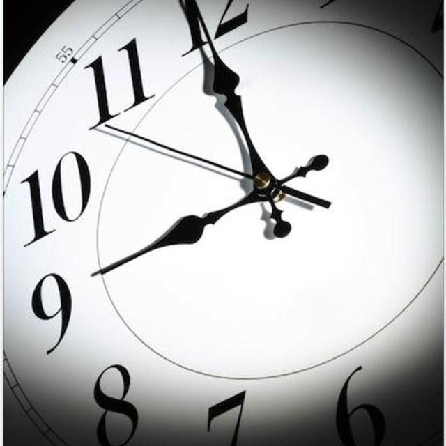 九点钟表矢量图